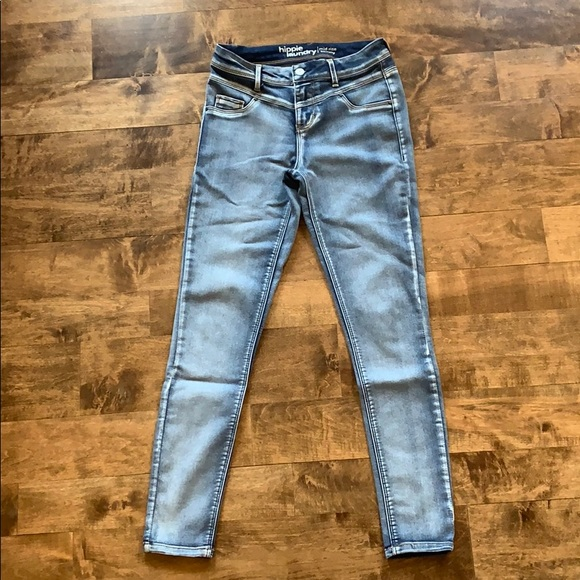 hippie laundry Denim - Hippie Laundry Mid Rise Skinny Jeans
